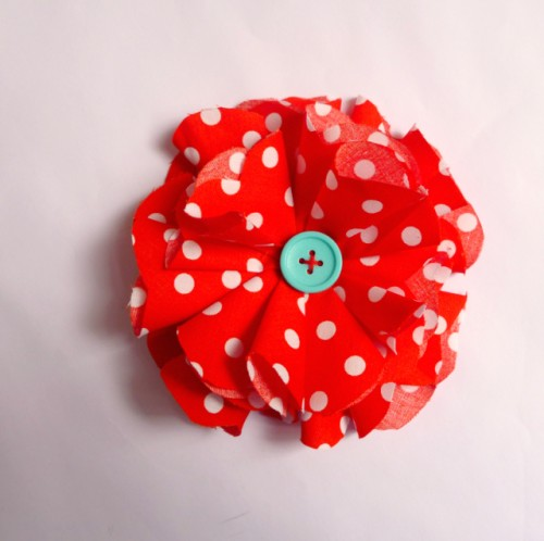 photo.: Jana Sagatova, Textile corsage polka dots, Creative Commons