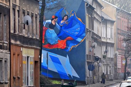 fot. Gorzów Wlkp., ul. Drzymały. Mural propagujący festiwal kultury romskiej - Romane Dyvesa