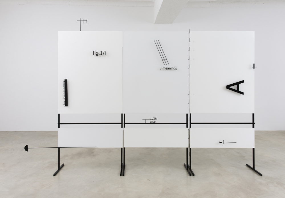 "Marlena Kudlicka, ""Lecture as a contour of A. The beginning of shape"", rzeźba 2015, stal malowana 231cm x 356cm x 40cm, © Marlena Kudlicka, dzięki uprzejmości Artystki i ŻAK   BRANICKA"
