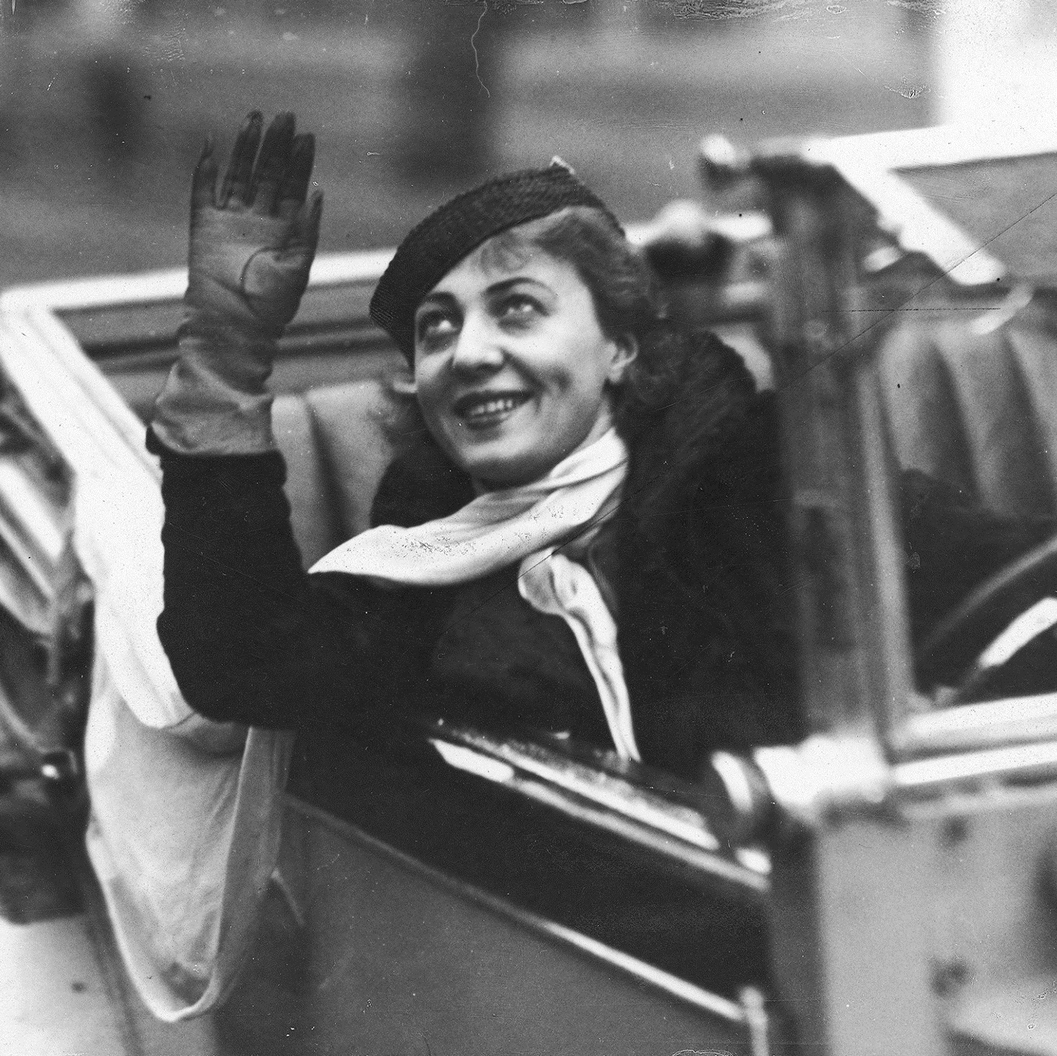 Actress Maria Malicka in a car (1936), collection of National Digital Archive