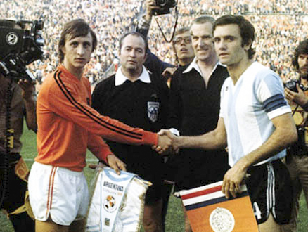 Johan Cruyff and Roberto Perfumo – captains of the national teams of Holland and Argentina greeting each other before a match during FIFA World Cup 1974.  Source:  Wikimedia Commons