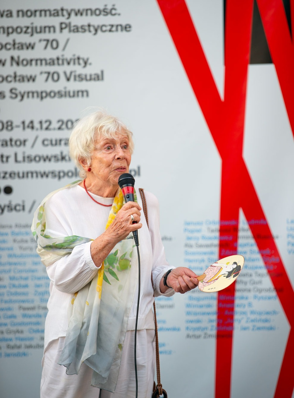 Anna Szpakowska-Kujawska during the opening of the exhibition